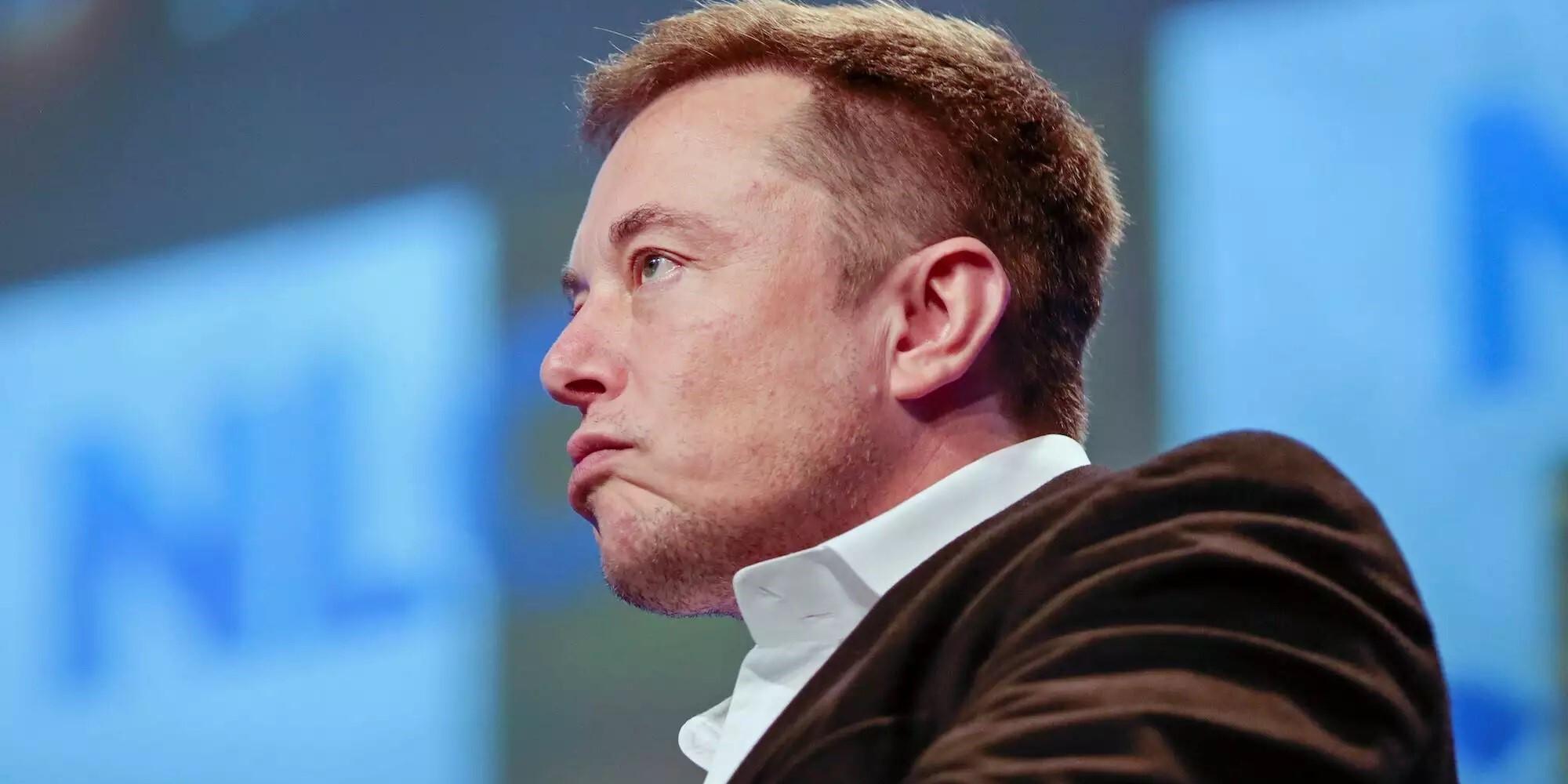 Ingadozik Elon Musk vagyona, a Tesla is egy lufi lehet
